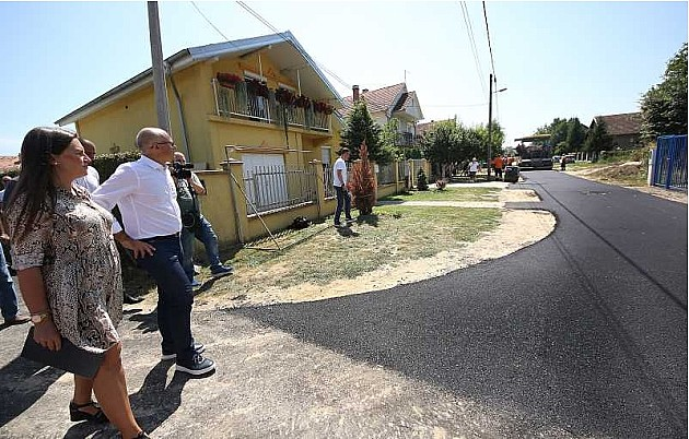 Novo ruho Vidovdanskog naselja, asfalt čekali 40 godina