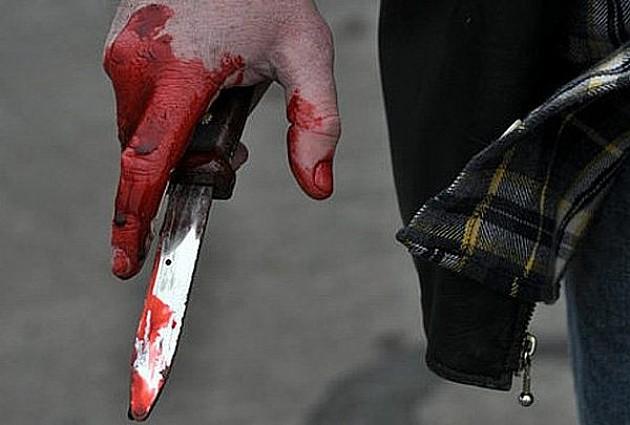 Hteo nožem da ubije oca