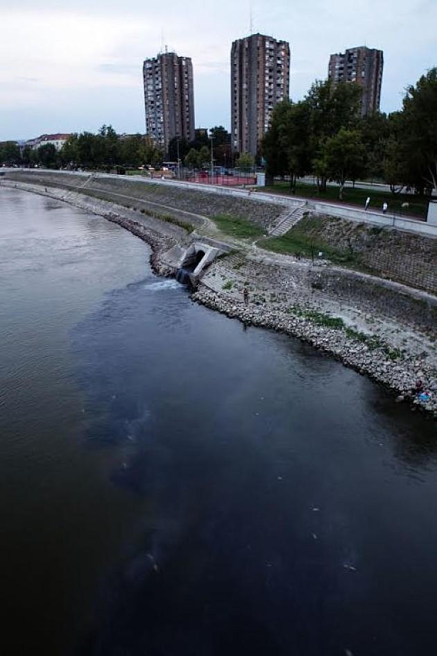 Dunavom tekla plava tečnost