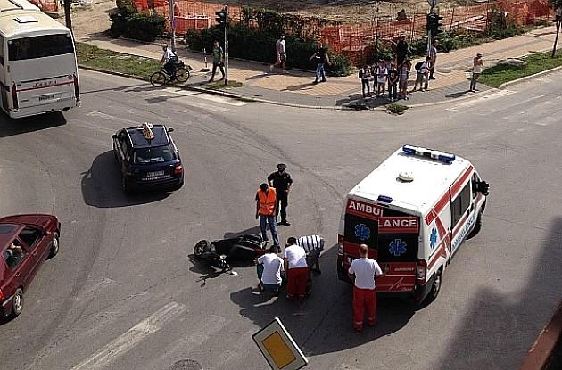 Motociklista povređen na Podbari