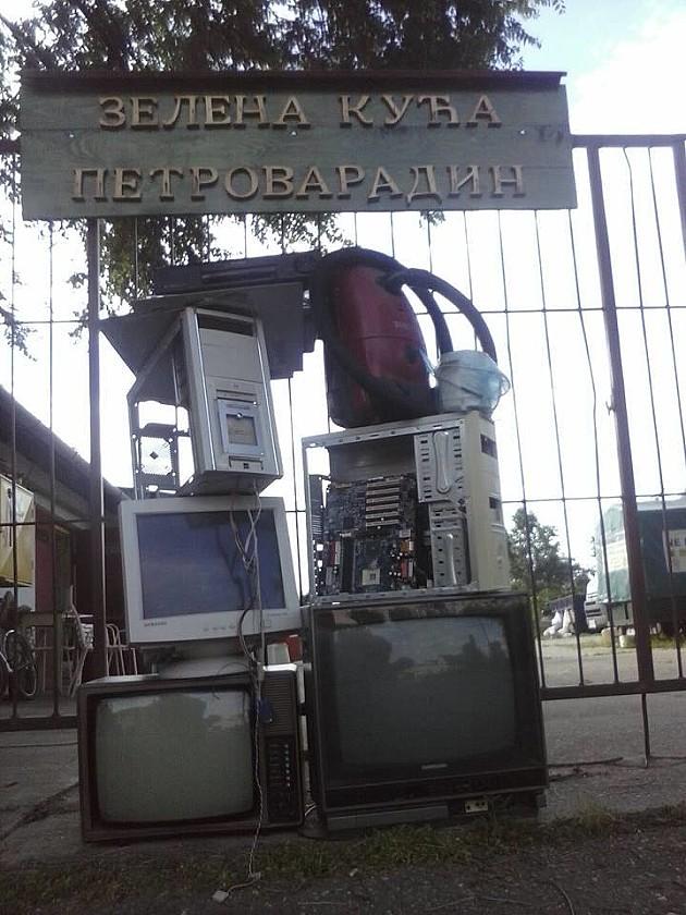 Zatvorena Zelena kuća u Petrovaradinu