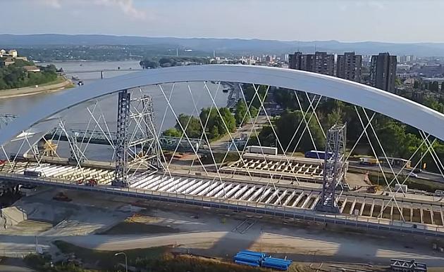 Spojen deo Žeželjevog mosta s centralnim stubom