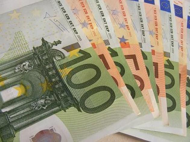 Lekar KCV primio mito od 500 evra za operaciju
