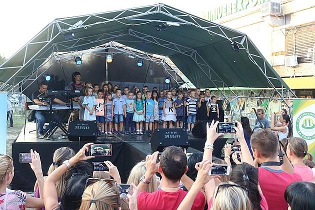 Novosađani na Detelinari prukupili više od 95.000 dinara za dečaka Aleksu