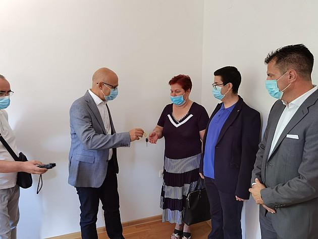 Prvi stanari dobili ključeve solidarnog stana u Kisačkoj ulici
