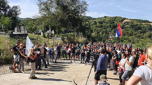 Aktivisti probili ograde na planinarskoj stazi na Fruškoj gori