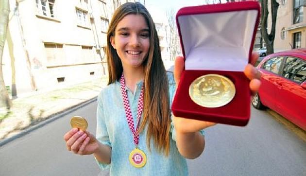 Mlada Jovana donela zlato sa Salona inovacija