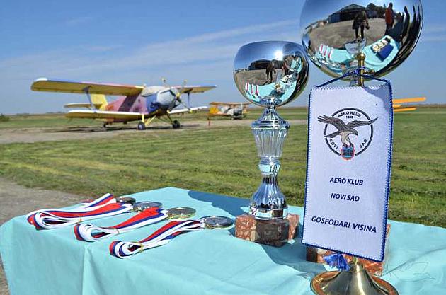 Na Čeneju Međunarodno takmičenje u padobranstvu