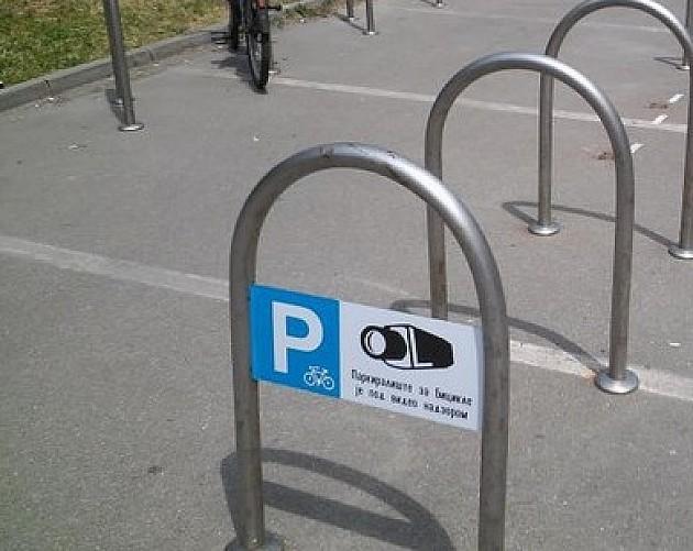 Uklonili držače za bicikle iz garaže kod SNP-a da bi dobili 3 parking mesta za automobile