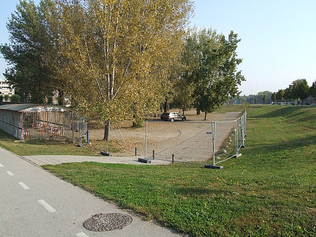 Počela rekonstrukcija parkirališta u Fruškogorskoj ulici