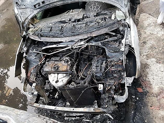 Osumnjičen da je pomagao muškarcu koji je odborniku iz Sremskih Karlovaca zapalio automobil