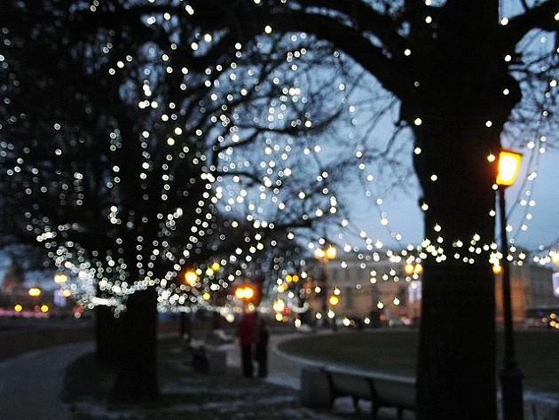 Grad obnavlja novogodišnju dekoraciju
