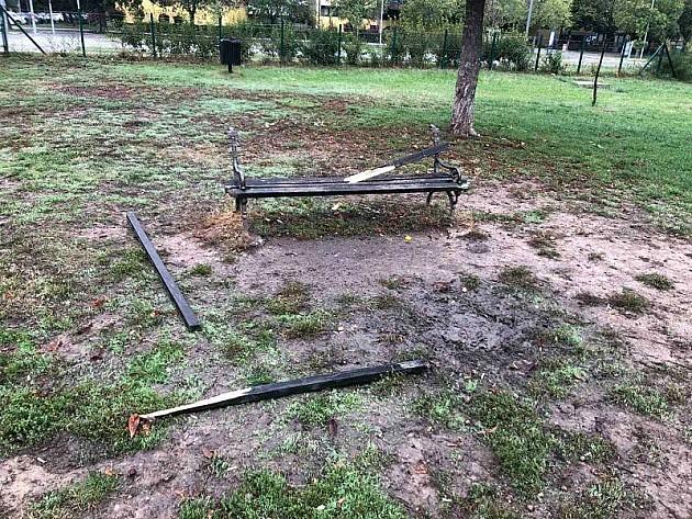 Vandali lomili i uništili park za istrčavanje pasa na Bistrici