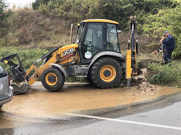 Zbog problema na cevovodu starom 35 godina, stanovnici sremske strane dva dana bez vode