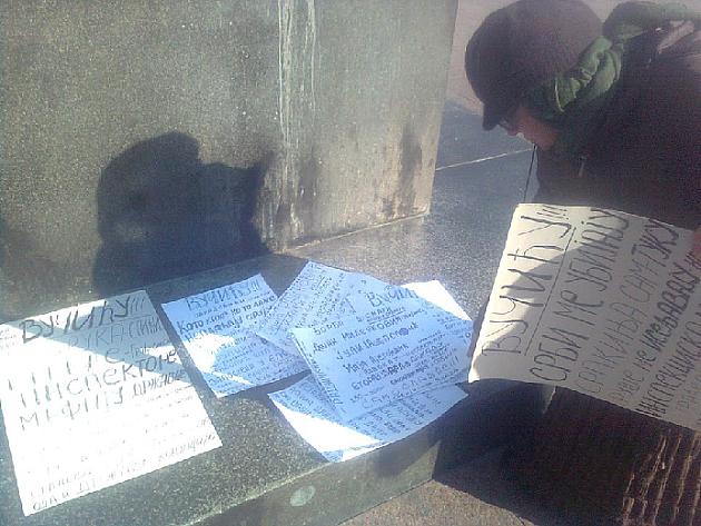 Komunalci hteli da oteraju baku koja danima protestuje na Trgu slobode
