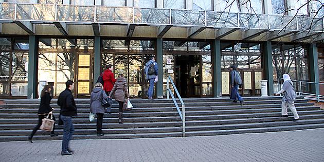 Godina zatvora i tri uslovno zbog fotokopiranja udžbenika