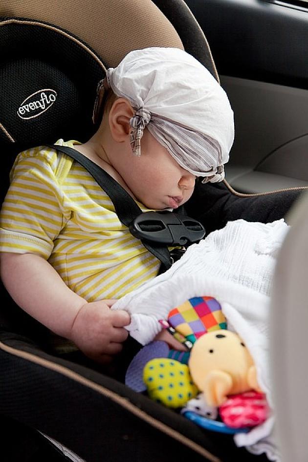 Novosadski taksisti prevoziće decu u auto-sedištima