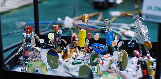 Od odbačenih uređaja prave igračke i ukrase