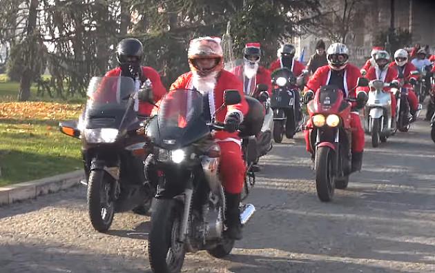 Deda Mrazevi na motorima 24. decembra deliće slatkiše