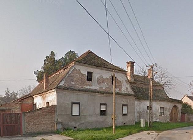 U Petrovaradinu propada kuća starija i od Novog Sada