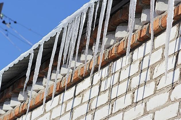Uklonite ledenice i sneg ispred kuća i zgrada